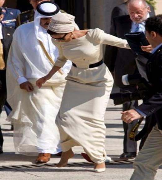 ماذا حدث في هذا الموقف بين أمير قطر وزوجته