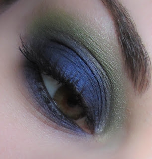 http://chroniquedunemakeupaddict.blogspot.com/2012/05/make-up-blue-green.html