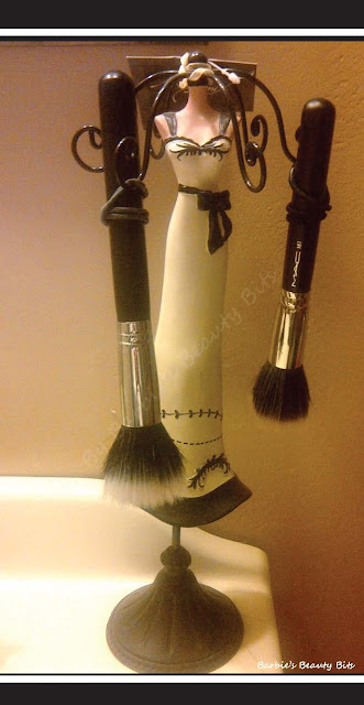 Unique-ways-to-drying-your-makeup-brushes-by-barbies-beauty-bits