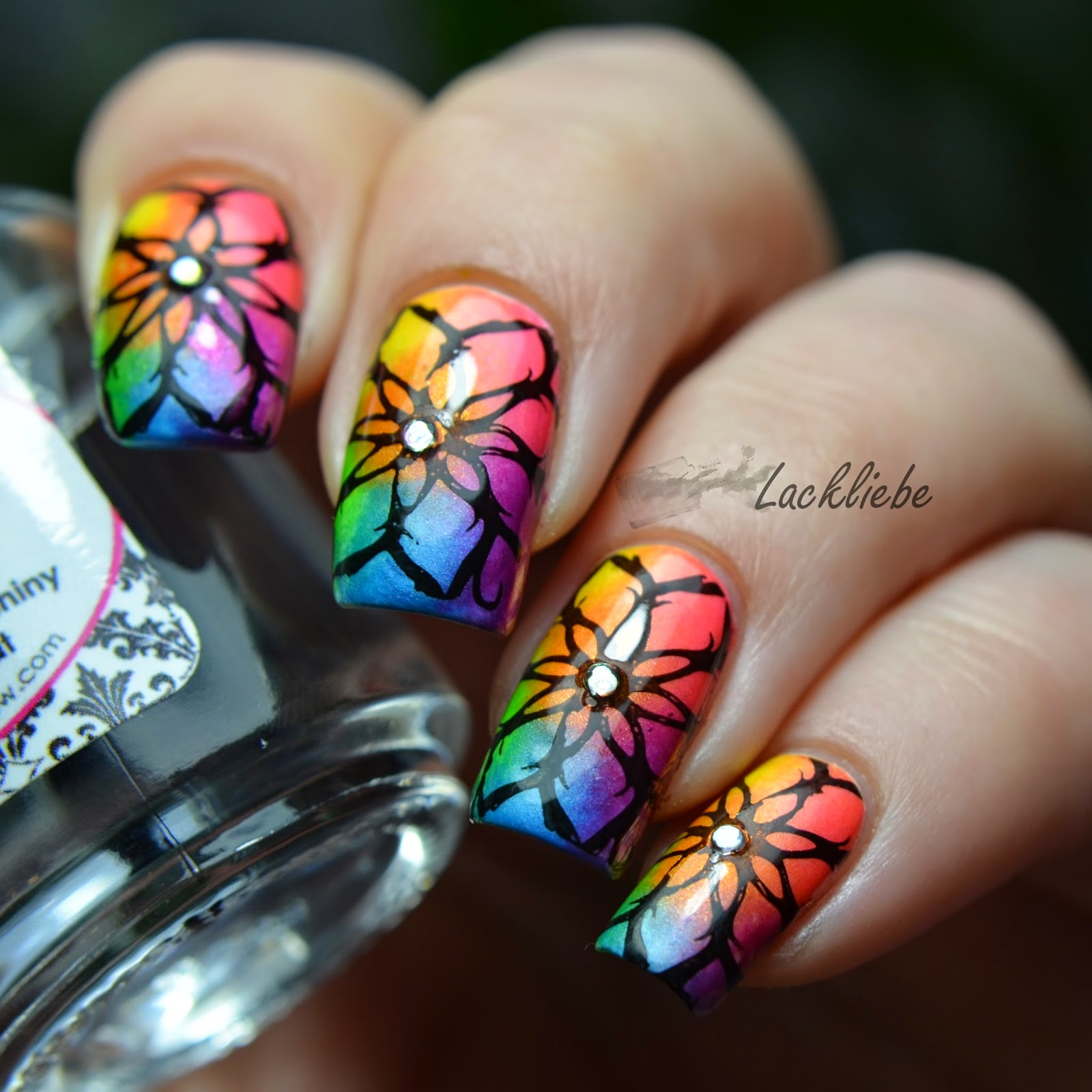http://rainpow-nails.blogspot.de/2015/01/regenbogen-reloaded-hippie-birthday.html