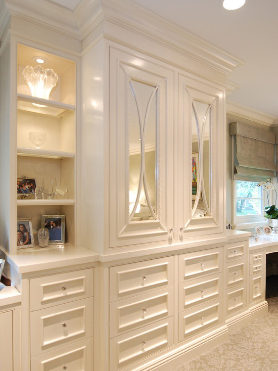 The peak of tr s chic built ins in the bedroom - Bedroom cabinets design ...