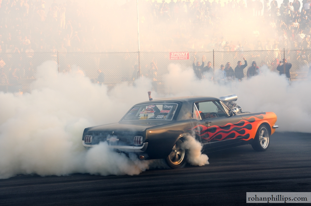 sucksqueezebangblow: Gary Myers' Mustang burnout