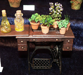 CDHM Gallery of Jeannette Buchholz of Garden of Miniatures for all your 1:12 scale plants and flowers