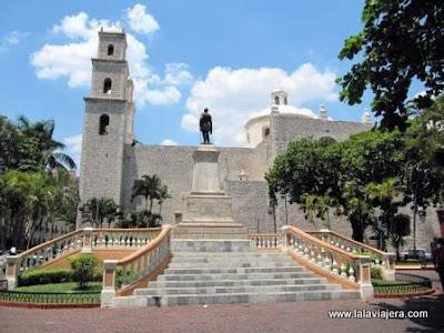 Monumento Manuel Cepeda Parque Hidalgo Merida