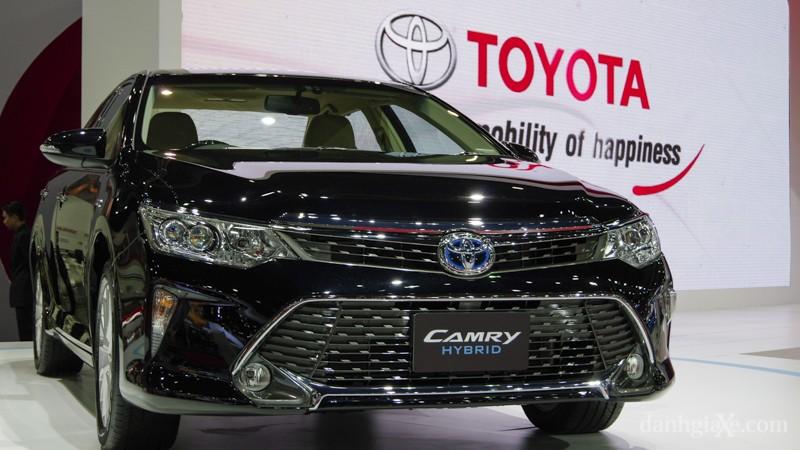 Xe Toyota Camry 2015 màu đen