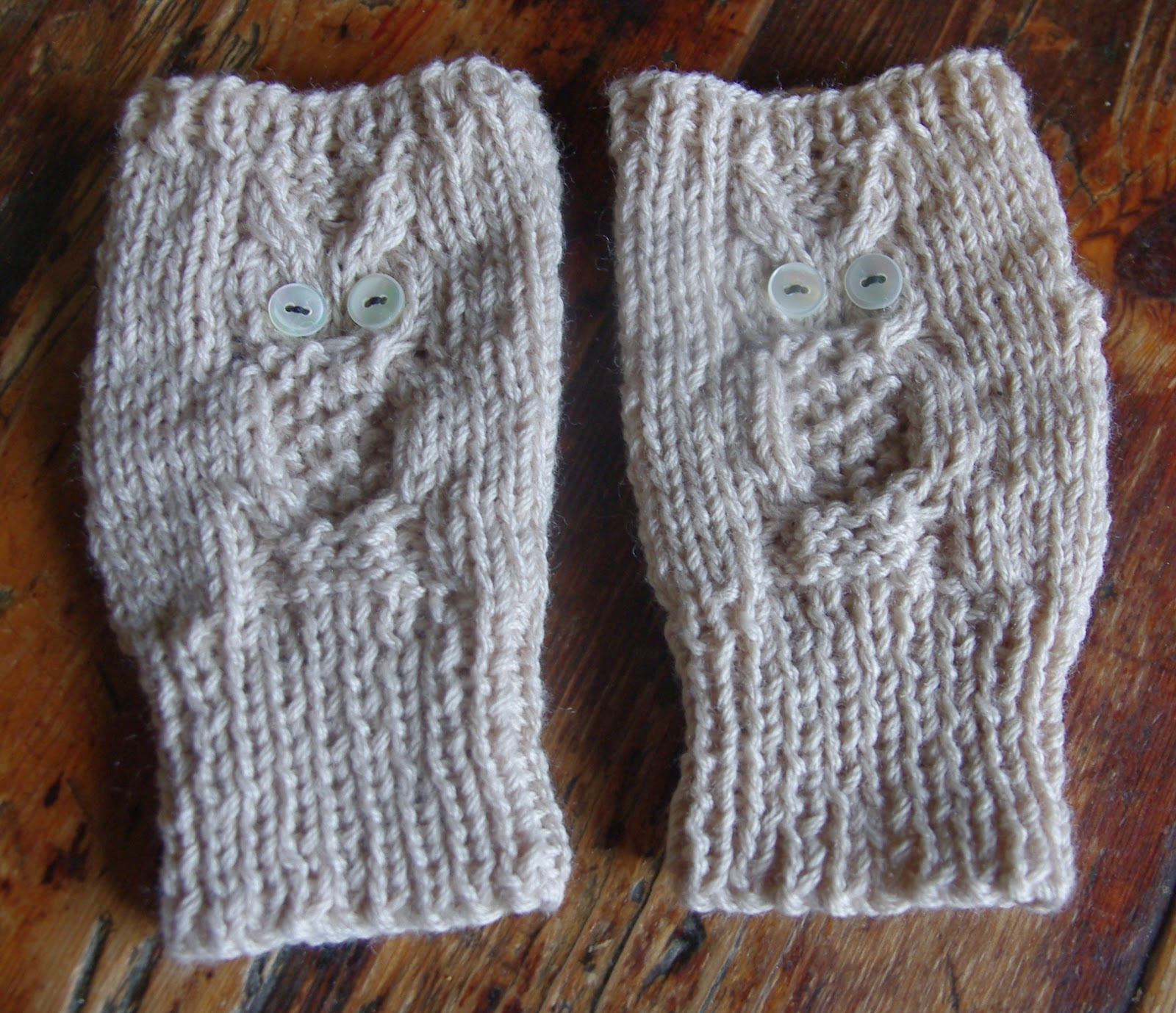 Knitting Pattern Boxing Gloves : Knitographical: Owlishly warm