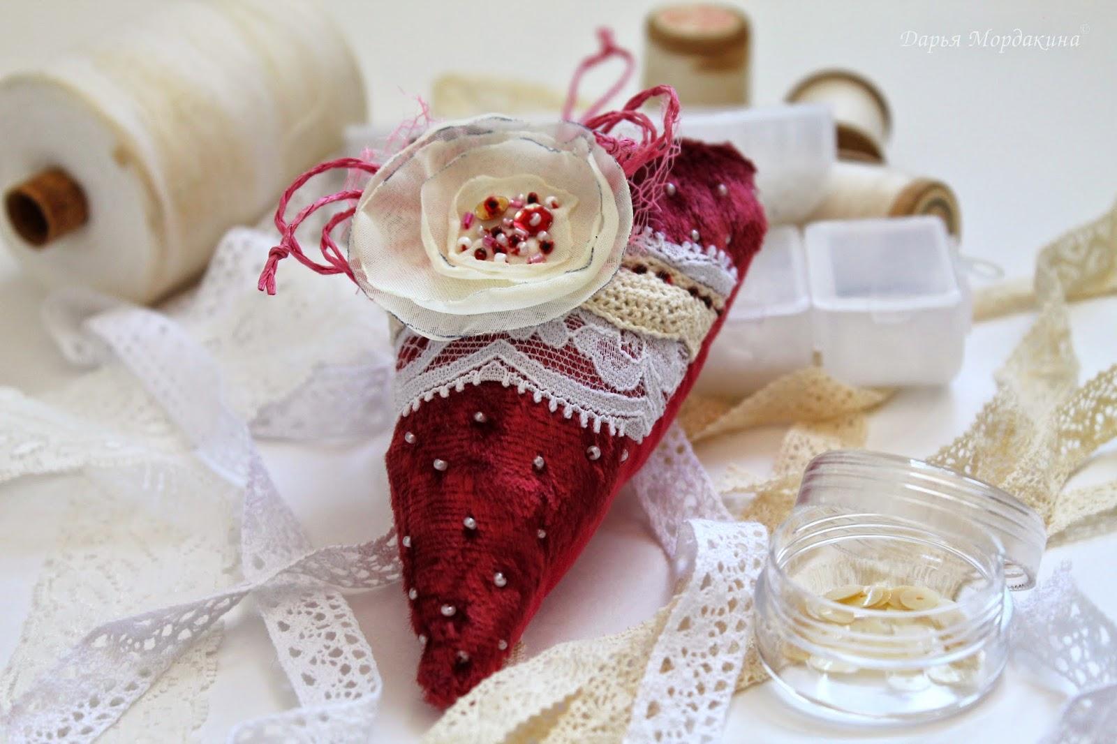 handmade, plush heart, плюшевое сердечко, плюш, сердечко, ручная работа, текстиль, украшение интерьера, украшение, интерьер, день святого валентина, день влюбленных