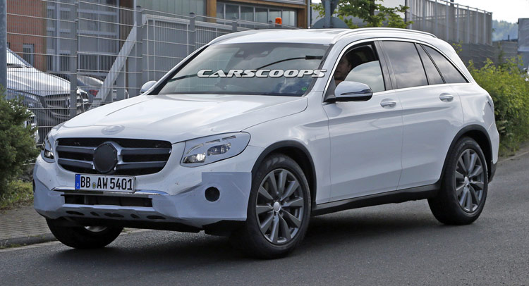 New Mercedes Suv >> New Mercedes Benz Glc Compact Suv Spied Almost Undisguised