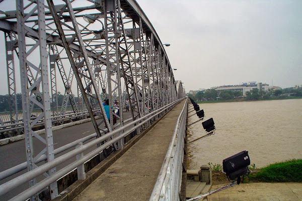 Puente sobre el rio del perfume - Hue - Vietnam