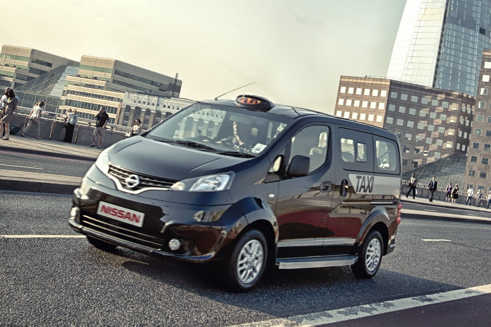 Nissan s electric powered cab will be on the streets of a uk town in 2015