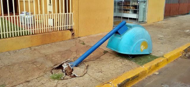 Manoel Ribas: E o orelhão caiu...