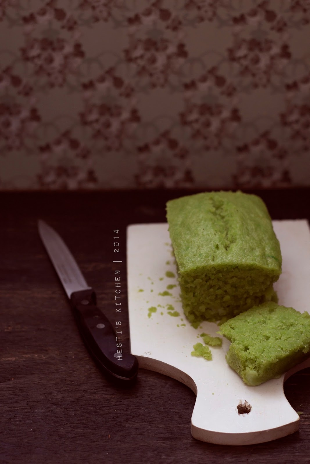 HESTI'S KITCHEN : yummy for your tummy: Cake Pandan Kelapa