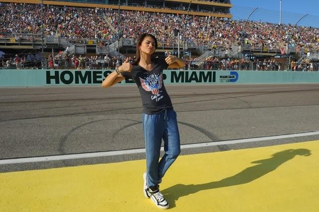 zendaya coleman nacar 4 1024x680 Zendaya canta el himno nacional USA en Carrera Nascar