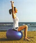 Os exercícios feitos com a bola suíça tornam-se mais completos!!!