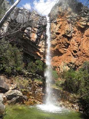 cascade qui termine la vallée