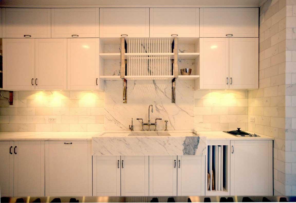 http://1.bp.blogspot.com/-5midnRKYBQQ/TcScsHXgLqI/AAAAAAAAC3c/Uw797hwaISY/s1600/Gwyneth+Paltrow+-+Manhattan+loft+-+Kitchen+-+design+by+Roman+and+Williams1.jpg