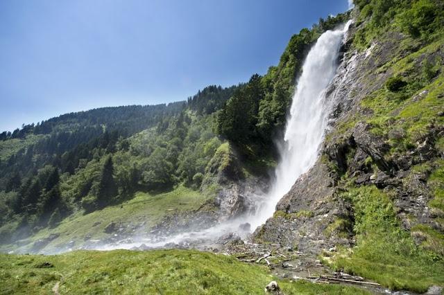Natur pur: Das Rauschen des Wassers am Partschinser Wasserfall...