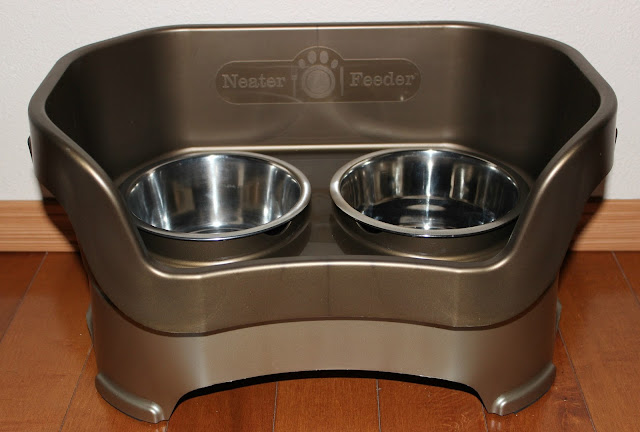 The Neater Feeder dog system