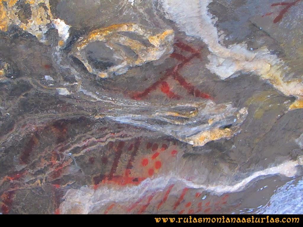 Rutas Montaña Asturias de las Pinturas Rupestres de Fresnedo: Pinturas en el abrigo Cochantoria