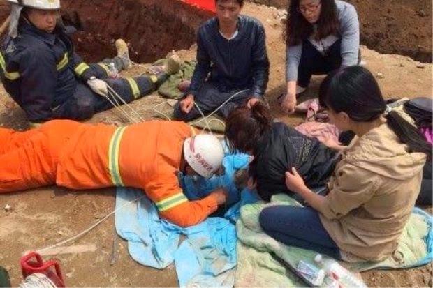 http://asalasah.blogspot.com/2015/05/bocah-dua-tahun-jatuh-ke-sumur-sedalam-30-meter.html
