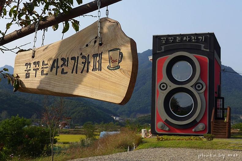 Un café que parece una gigante cámara antigua