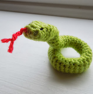 http://translate.googleusercontent.com/translate_c?depth=1&hl=es&rurl=translate.google.es&sl=auto&tl=es&u=http://happyberrycrochet.blogspot.ca/2013/02/free-crochet-snake-pattern-chinese-new.html&usg=ALkJrhj84meXvdosMg5Urzo16iMElKl7qw