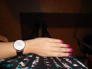 #OOTD: Half-floral crop top: watch, nail art, shoes, seen from above