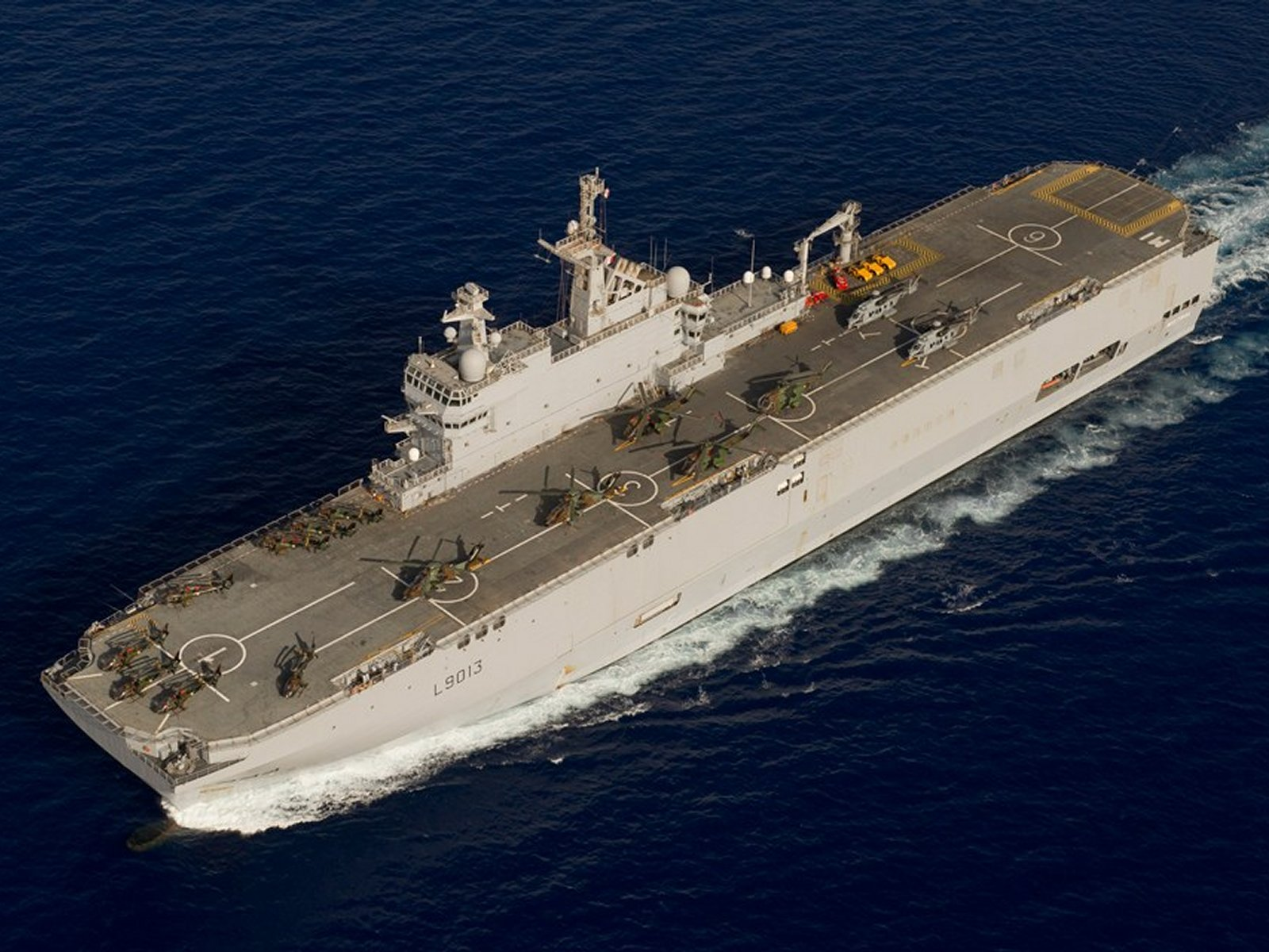 Helicopter carrier mistral type aircraft carriers for Porte helicoptere