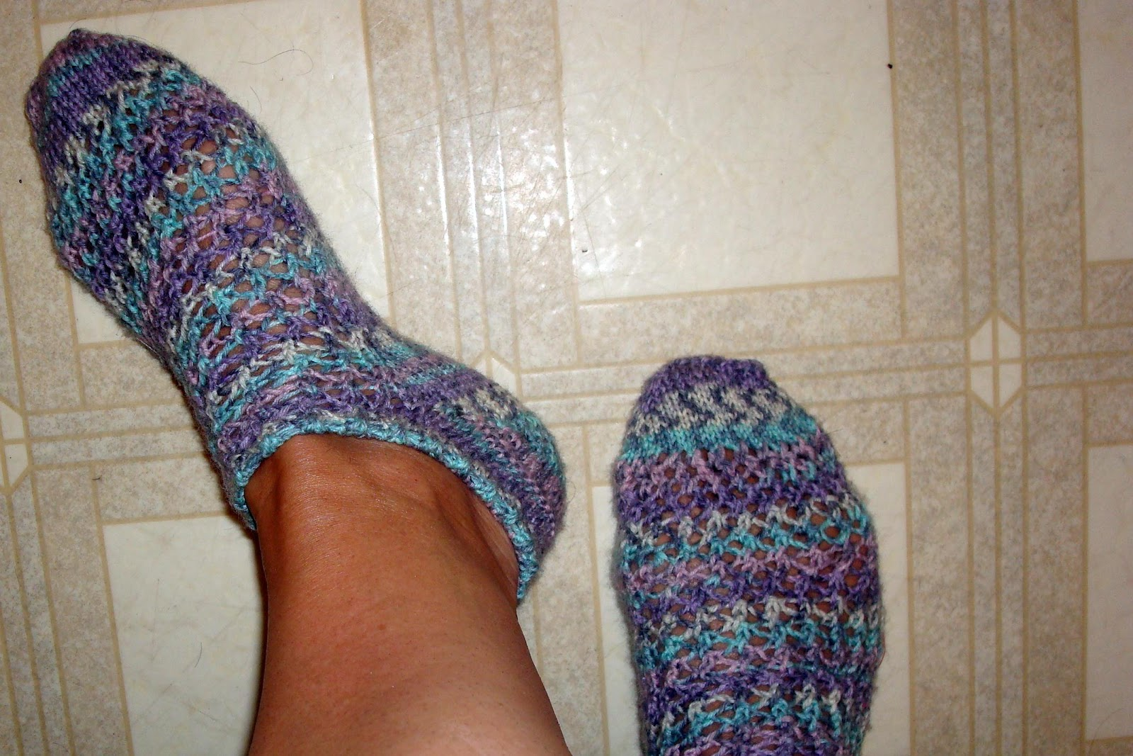 Knitting Patterns Footie Socks : Cindy Quilts: On My Needles Friday