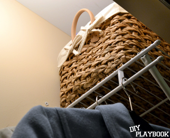 Wicker basket to hold accessories