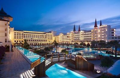 صور فندق ماردان بالاس في تركيا خلال الليل mardan palace hotel in turkey