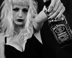 Si el tiempo no funciona, el alcohol curará las heridas.