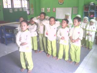 Berikut Contoh Kegiatan Pembelajaran Taman Kanak-kanak di Kelas Melaksanakan Sholat Berjamaah