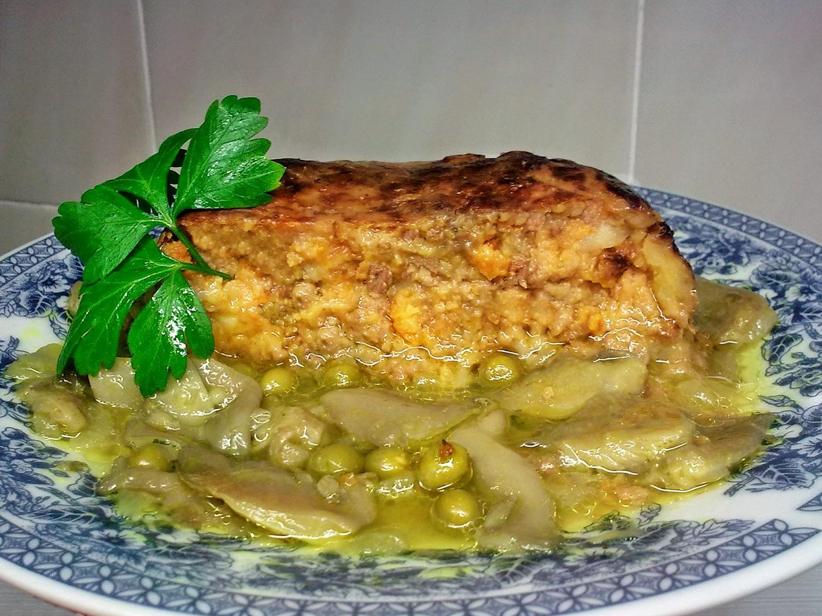 Pastelón Vegano de Soja con Salsa de Guisantes y Setas.