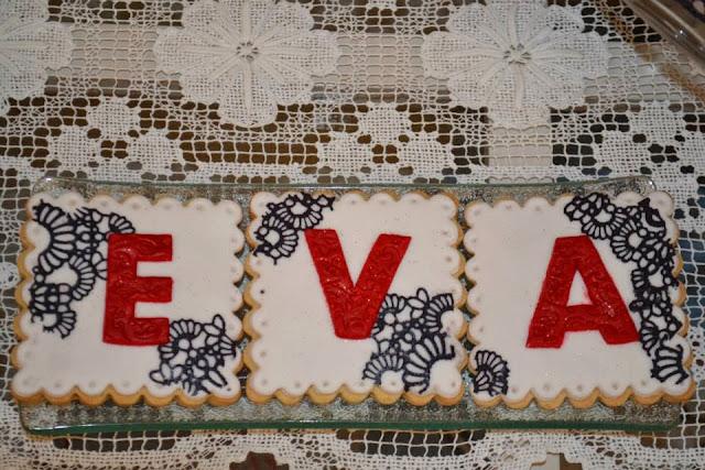 Tarta tres pisos Boda Rosas Rojas y encaje de azucar Sugarveil  sugar dreams  Gandia elegante fondant moderna sofisticada dia especial celebracion comunion aniversario oro plata galletas a conjunto con la tarta wedding cake