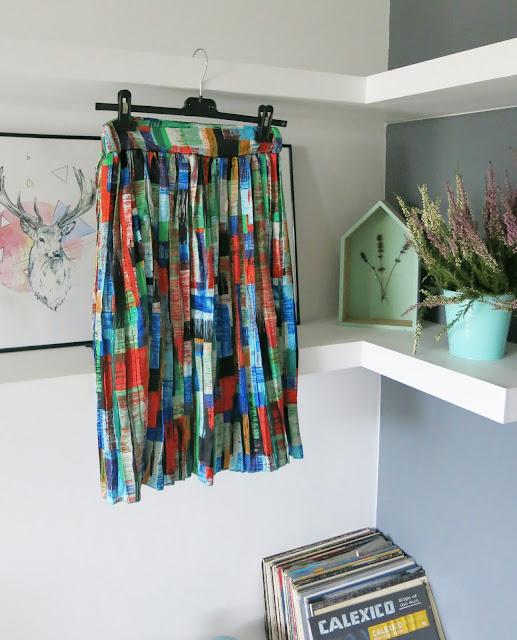 Kolorowa spódnica ze sklepu Romwe.