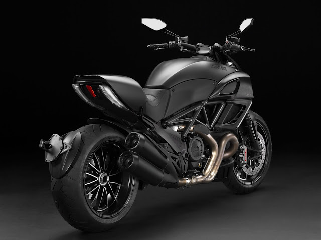 2013-Ducati-Diavel-black-1