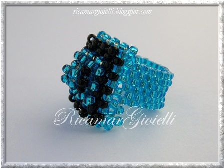 Anello a Piramide in Right Angle Weave