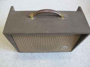 Craigslist Vintage Guitar Hunt: Magnatone Model 111 tube ...