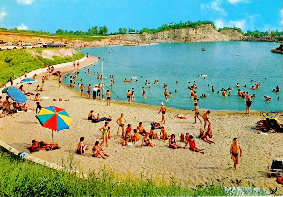 Un po 39 di storia del lago delle rose monselice italia for Cabine al lago shadd