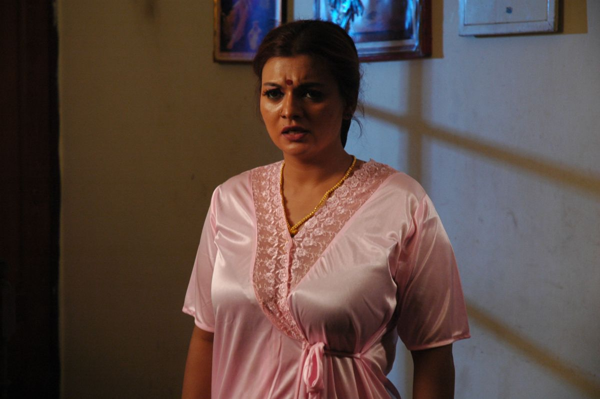 tamil movie roaming asaivam latest movie photos stills