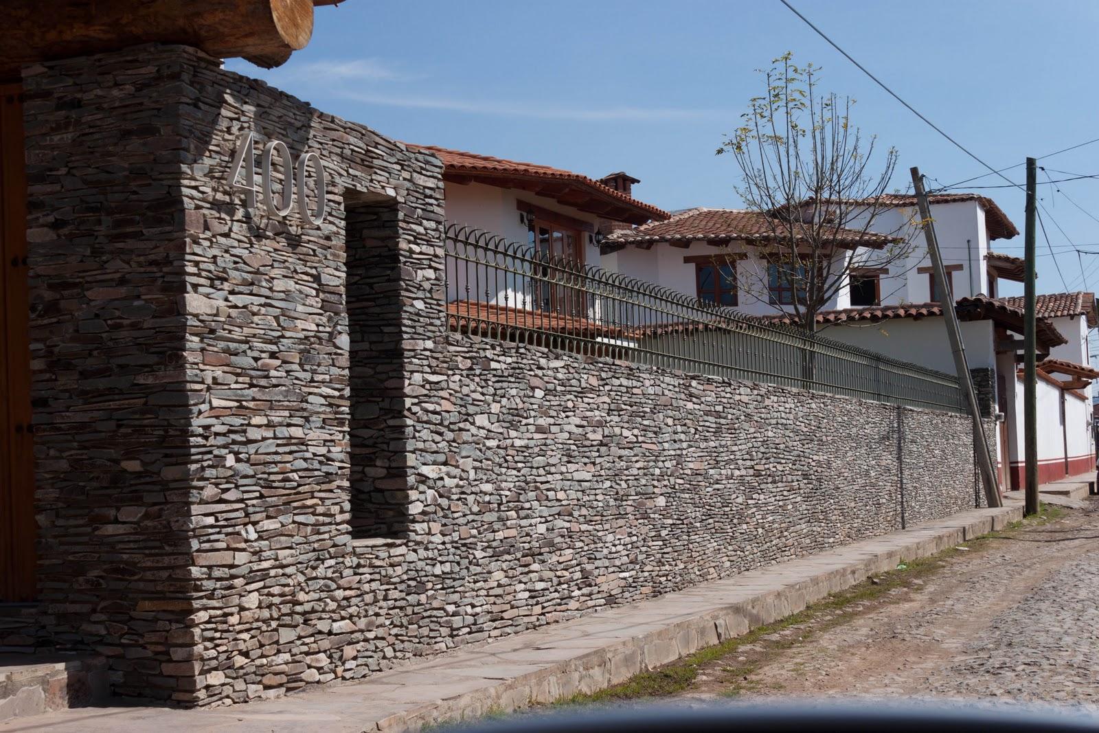 Aplicaci n de piedra laja de cu a en muro la piedra de - Muros de piedra construccion ...