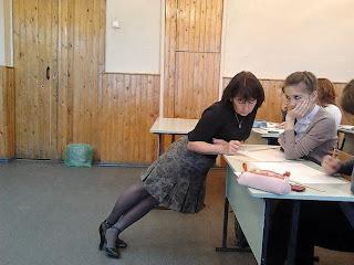 Учительница геометрии может стоять под любым углом