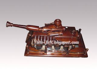 Miniatur Tank Unik Kayu Jati