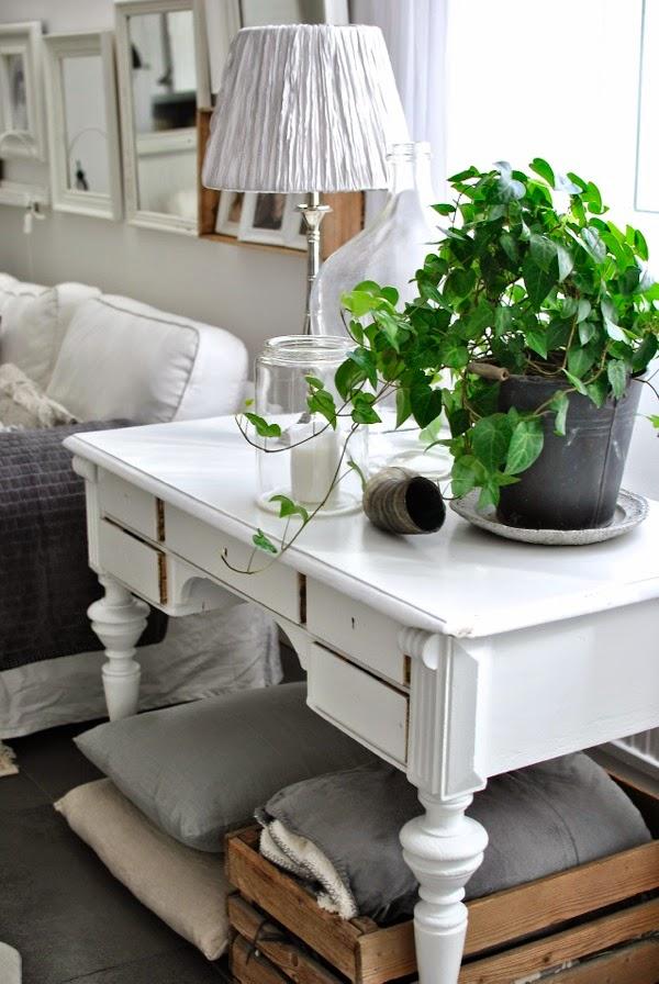 antikt skrivbord loppisfynd vardagsrum