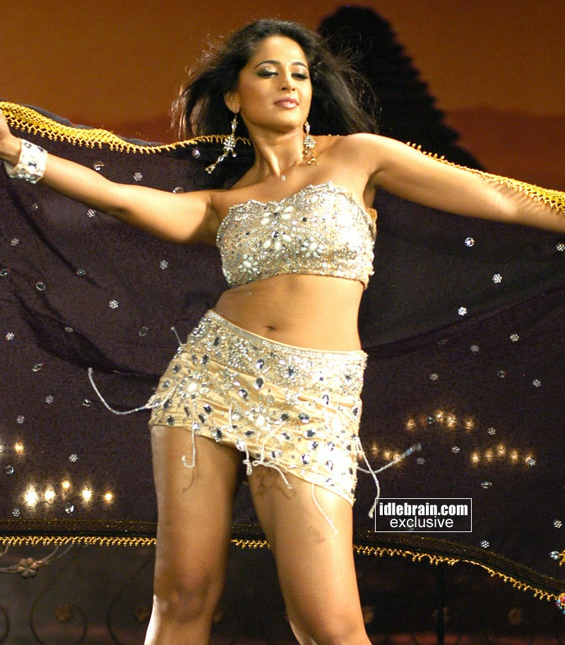 Anushka Hottest Navel and Thighs Show