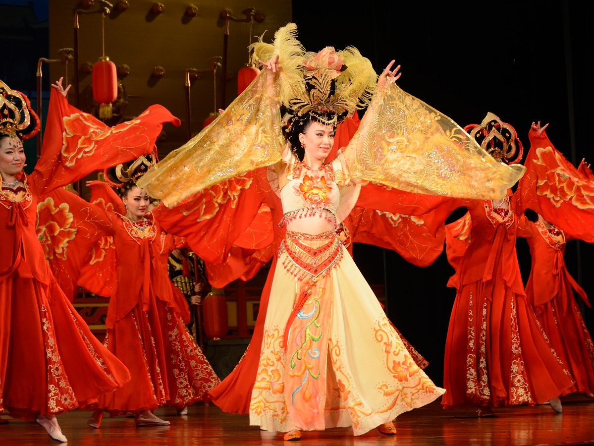 Tang Dynasty Music and Dance Show dancers