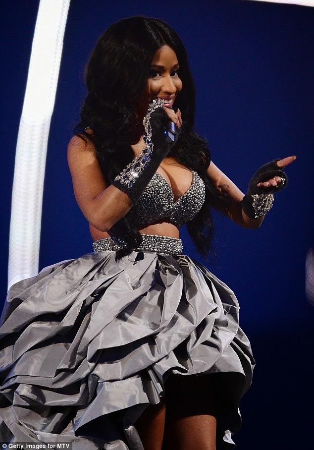 nicki minaj dresses mtv awards