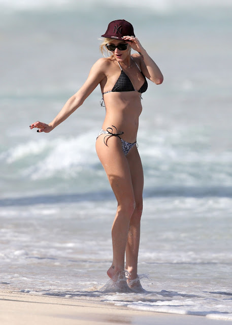 Ashlee Simpson – Bikini Candids in Hawaii