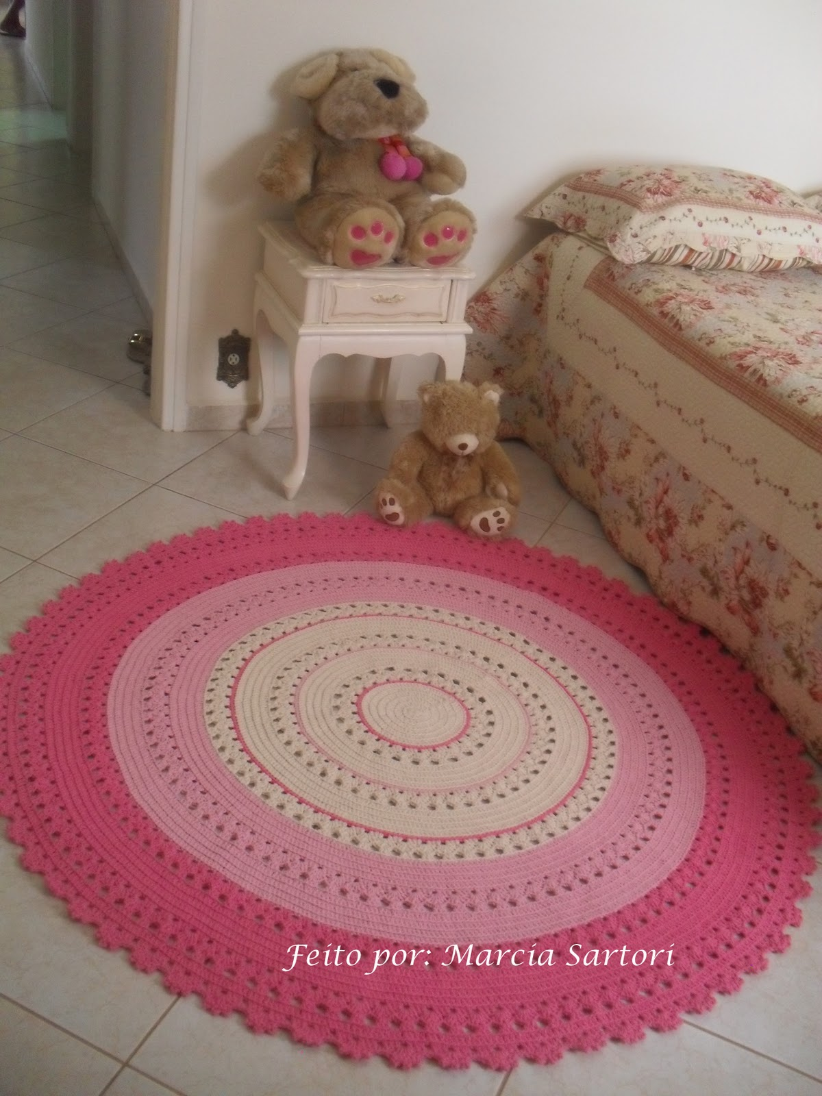 marcia sartori crochetando tapete redondo rosa. Black Bedroom Furniture Sets. Home Design Ideas